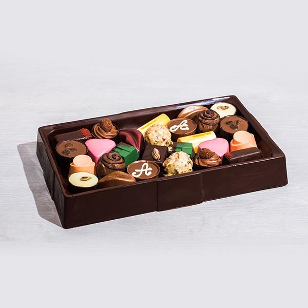 Шоколадный поднос с конфетами